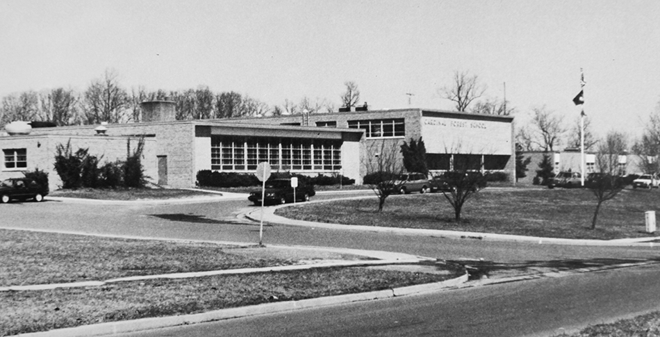 Black and white photograph of the front exterior of Cardinal Forest Elementary School taken in 1986.